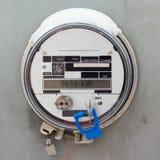 Bostads- digital strömförsörjningmeter för smart raster royaltyfri foto