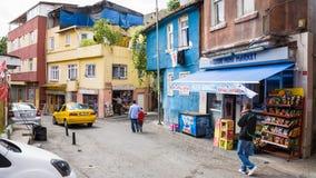 Bostads- gata i asiatiskt område av Istanbul Arkivfoton