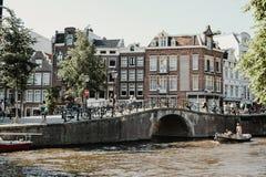 Bostads- grannskap i Amsterdam, Nederländerna royaltyfri fotografi