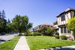 Bostads- grannskap i San Jose, Kalifornien arkivbild
