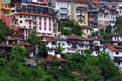 Bostads- hus på kullen Arkivfoto