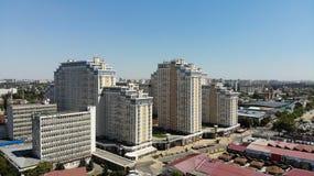 Bostads- komplexa Meryton i mitten av Krasnodar royaltyfria bilder