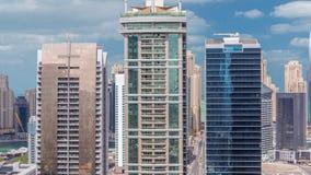 Bostads- lägenheter och kontor i Jumeirah timelapse för område för sjötorn i Dubai lager videofilmer