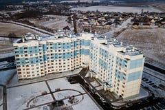 Bostads- mång--färgade hushöghus Flygfotografering med quadcopter arkivbilder