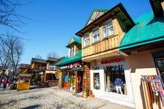Bostads- och kommersiella byggnader i Zakopane Royaltyfri Fotografi