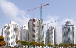 Bostadsbyggande av hus i ett nytt område av staden Holon i Israel royaltyfria bilder