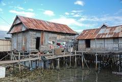 Bostadshus på styltor, Maumere, Indonesien Fotografering för Bildbyråer