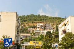 Bostadsområde i Budva i Montenegro Arkivbilder