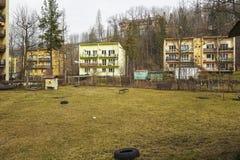 Bostadsområde på Bulwary Slowackiego, Zakopane Arkivbild