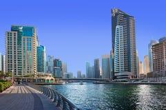 Bostadsområdet av den Dubai marina på Juni 4, 2013 i Dubai. Royaltyfri Bild