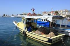 渔船和游艇在伊兹密尔,土耳其 库存图片