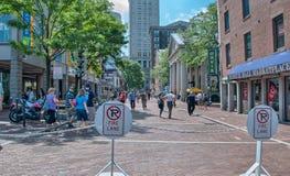 BOSTON, AUG - 20: Turyści chodzą wzdłuż miasto ulic, Sierpień 20, 20 Zdjęcie Stock