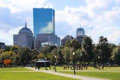 Boston błonie i Jawny ogród z ludźmi ćwiczyć fotografia stock