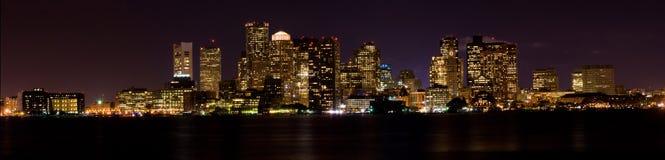 Boston bij (Panoramische) Nacht Stock Afbeeldingen