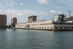 BOSTON byggande för USA hamnstadWorld Trade Center som lokaliseras på strandbrittiska samväldet Pier South Boston Royaltyfri Foto