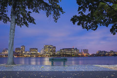 Boston Charles River Basin en la noche fotos de archivo