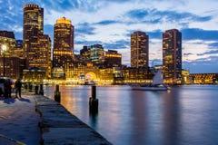 Boston durante um por do sol em parte nebuloso Fotos de Stock Royalty Free