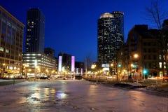 Boston en la noche imagenes de archivo