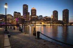 Boston en Massachusetts en la noche imagen de archivo