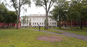 Boston, Etats-Unis - septembre 9, 2016 : Université Hall et John Harvard Mon Photos libres de droits