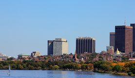 Boston-Hafenansicht bei September lizenzfreie stockbilder