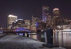 Boston hamn och finansiellt område på natten i Boston, Massac Arkivbilder