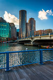 The Boston Harborwalk along Fort Point Channel, in Boston, Massa Stock Images