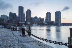 Boston horisont av Boston på solnedgången Arkivfoto