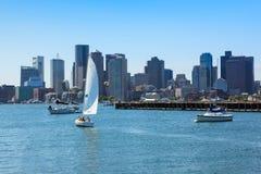 Boston horisont från östliga Boston, Massachusetts Royaltyfria Bilder