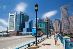 Boston horisont från hamnstadboulevardbron Massachusetts USA Fotografering för Bildbyråer