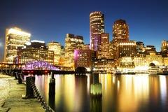 Boston horisont med det finansiella området och Boston hamnen Royaltyfri Foto