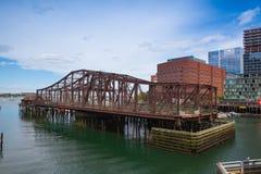 Boston horisont och nordlig avenybro Fotografering för Bildbyråer