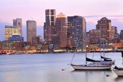 Boston horisont på skymning, USA royaltyfria foton