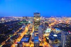 Boston horisont på skymningen Arkivfoton