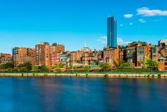 Boston linia horyzontu z historycznymi budynkami w plecy zatoce, usa Zdjęcia Stock