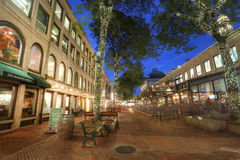 BOSTON, LOS E.E.U.U. - SEPT. 9: Los espacios abiertos de Quincy Market son co Imagen de archivo