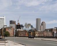 Boston, mA, Etats-Unis 25 juillet 2009 : Le bureau et les bâtiments résidentiels dans le secteur de bord de mer devant le ciel nu Photos libres de droits
