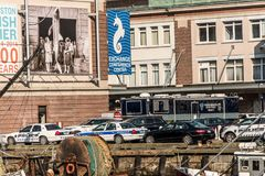 Boston mA, los E.E.U.U. 05 09 2017 - 100 años del anni de los pescados de coches policía del embarcadero delante del mercado en v Fotografía de archivo libre de regalías