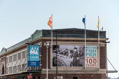 Boston mA, los E.E.U.U. 05 09 2017 100 años del anni de los pescados del embarcadero de mercado en verano Fotografía de archivo libre de regalías