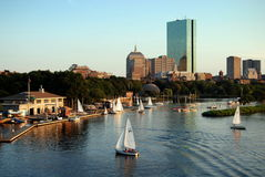 Boston, MA: Skyline und Charles-Fluss Stockbild