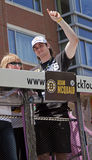 BOSTON, MA, USA - 18. JUNI: Adam Mcquaid feiert den Stanley Cup Sieg an der Boston Bruins-Parade, nachdem er den Cup für t gewonne Stockfoto