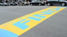 Boston-Marathon-Ziellinie an Boylston-Straße in Boston, USA, stock video