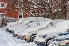 BOSTON, MASSACHUSETTS - 3 GENNAIO 2014: Tempesta della neve a Boston Automobile di parcheggio Fotografia Stock Libera da Diritti