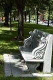 Boston, Massachusetts, Stati Uniti, il 27 luglio 2009: Un banco lucidato del granito dedicato a Charles Pagelsen Howard è situato Fotografia Stock Libera da Diritti