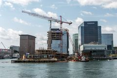 04 09 2017 Boston Massachusetts usa nabrzeża widoku linii horyzontu drapacza chmur nowa budowa blisko nabrzeże zatoki Obrazy Stock