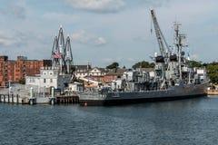 Boston Massachusetts USA 06 09 2017- Nationell historisk gränsmärke USS Cassin för ung Fletcher gruppjagare Royaltyfri Bild