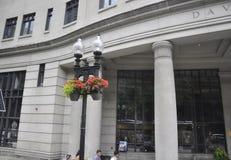 Boston mor, 30th Juni: David Sargent Hall byggnad från den Faneuil marknadsplatsen i i stadens centrum Boston från det Massachuse Royaltyfria Bilder