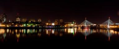 Boston nachts panoramisch Lizenzfreie Stockfotografie