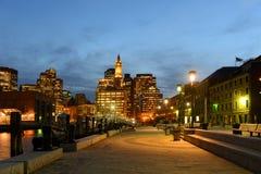 Boston Obyczajowy dom przy nocą, usa Obrazy Royalty Free