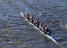 BOSTON - OKTOBER 23, 2016: Bosjes Universitaire rassen in het Hoofd van Collegiale Eights van Charles Regatta Women royalty-vrije stock foto's